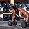 Отжимания на гантелях: суровая тренировка для мышц груди и трицепсов