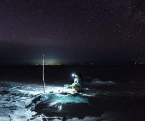 Рыбалка на зимнем Байкале: Men's Health ловит хариуса во льдах