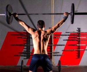 Упражнение дня: жим штанги стоя для мышц пресса и спины