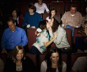 Те, кто целуется на публике, хотят, чтобы окружающие позавидовали, утверждают ученые